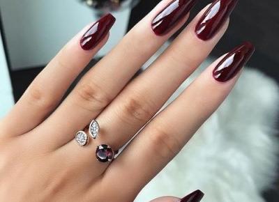 burgundy nails 💅