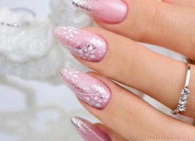 Płatki śniegu na paznokciach. ❄️ Pomysły na zimowy manicure prosto z polskich Instagramów!