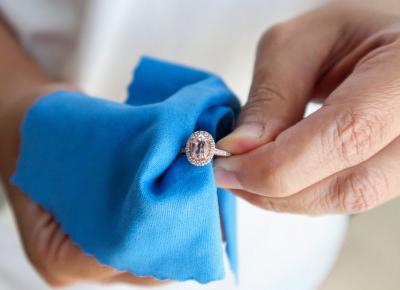 Jak wyczyścić biżuterię w domu?