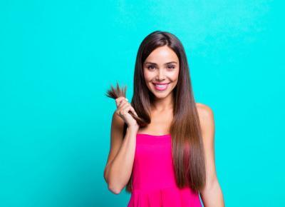 Sposoby na proste włosy bez użycia prostownicy.