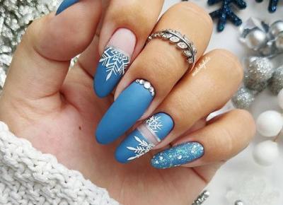 Śnieżynki na paznokciach. Ciekawe pomysły na zimowy manicure. ❄️🤍