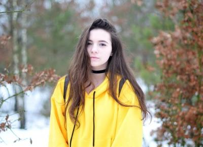 Julita Sudrawska: Yellow sweatshirt