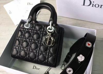 Jakie torebki królują na ulicach Paryża?