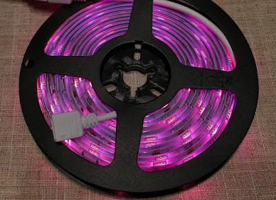 Testujemy produkty z Biedronki: Taśma LED Hykker Smart Wi-Fi 9 W RGBW z Biedronki