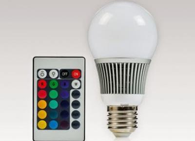 Żarówka LED RGB 7 W zmieniająca kolory + pilot sterujący z Biedronki
