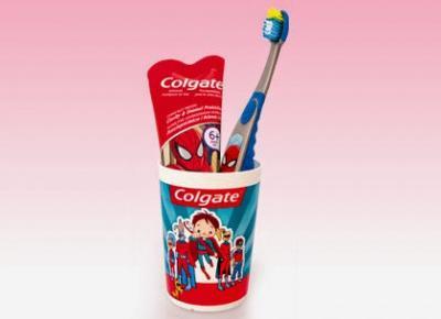 Pasta do zębów, szczoteczka, kubek Colgate z Biedronki
