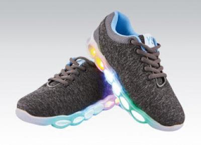 Buty LED dziecięce lub damskie z Biedronki