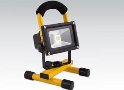 Reflektor LED 10 W z akumulatorem z Biedronki