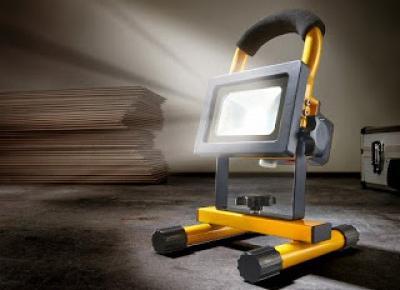 Co w Lidlu: Reflektor LED z akumulatorem 10 W Powerfix z Lidla