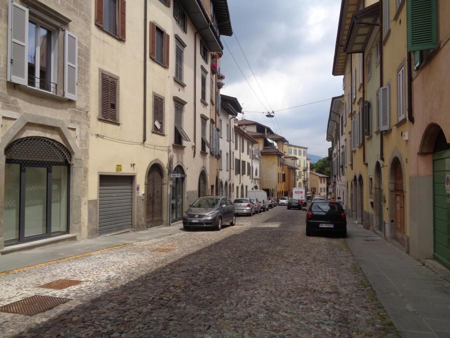 Reszta Polski i świata : Klimatyczne uliczki dolnego miasta w Bergamo
