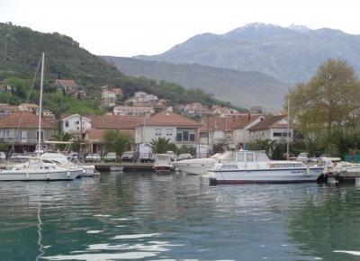 Reszta Polski i świata : TIVAT - luksusowy port jachtowy obok skromnych łódek