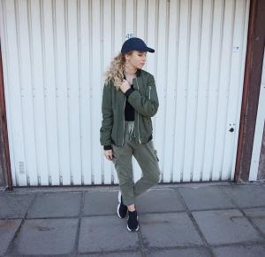 ADDICTED TO KHAKI - KARINA MUCHA