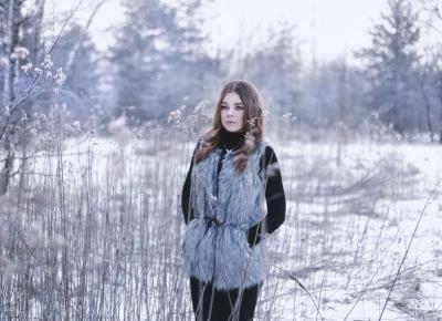Zimowa stylizacja do sesji zdjęciowej w lesie | Karola and Her Passions