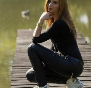 Bloodyrose: Skansen Łużycki w Buczynie | white sneakers | fur
