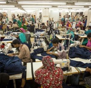 Tania siła robocza czyli o tym, jak powstają Twoje ubrania