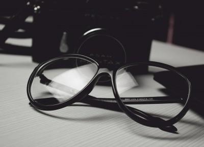 szkła kontaktowe a okulary korekcyjne, co wybieram?