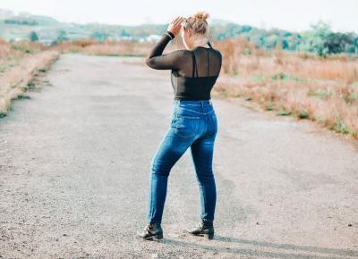 Czarne body- Jak je nosić na co dzień?