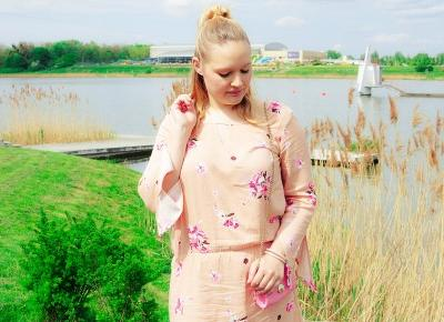 stylizacja - sukienka w kwiaty Bonprix