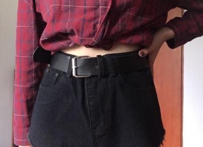 Sprzedam czarne jeansowe szorty z wysokim stanem i poszarpanymi nogawkami Shein