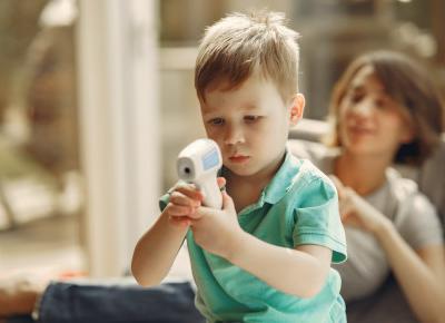 Jaki termometr bezdotykowy dla dziecka wybrać? Dobre urządzenia, opinie