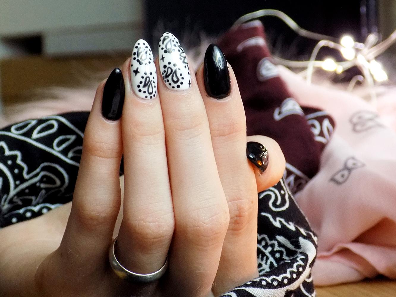 Paznokcie inspirowane bandaną   Zdobienie paznokci - Ksanaru