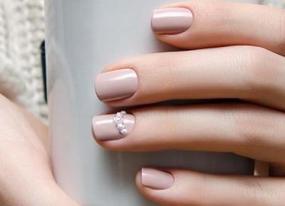 Najlepsze inspiracje na nudziakowe paznokcie