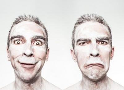 Przestań się zastanawiać, co myślą o Tobie inni! (5 sposobów) - NOCNA KAWA