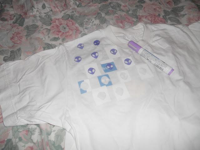 I'm Dollka: DIY: Aliens T-shirt