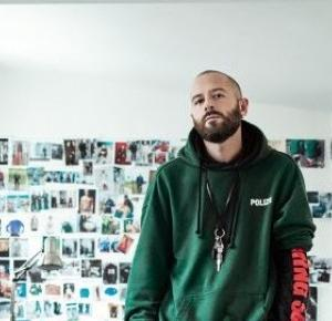 work-out-fit: projektant: DEMNA GVASALIA