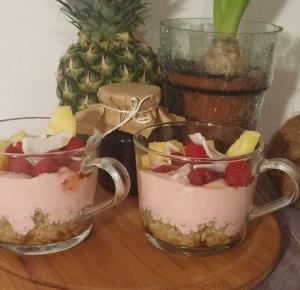 Pyszny deser z quinoa, malinami, ananasem i kokosem - Ewelajna