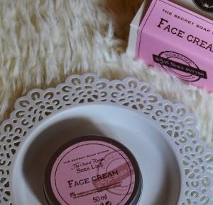 Piekno tkwi w prostocie: The Secret Soap Store - Krem do twarzy Shea Line