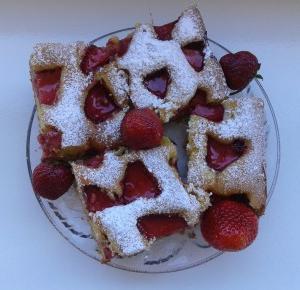 Puszyste ciasto z truskawkami. - Lilannn
