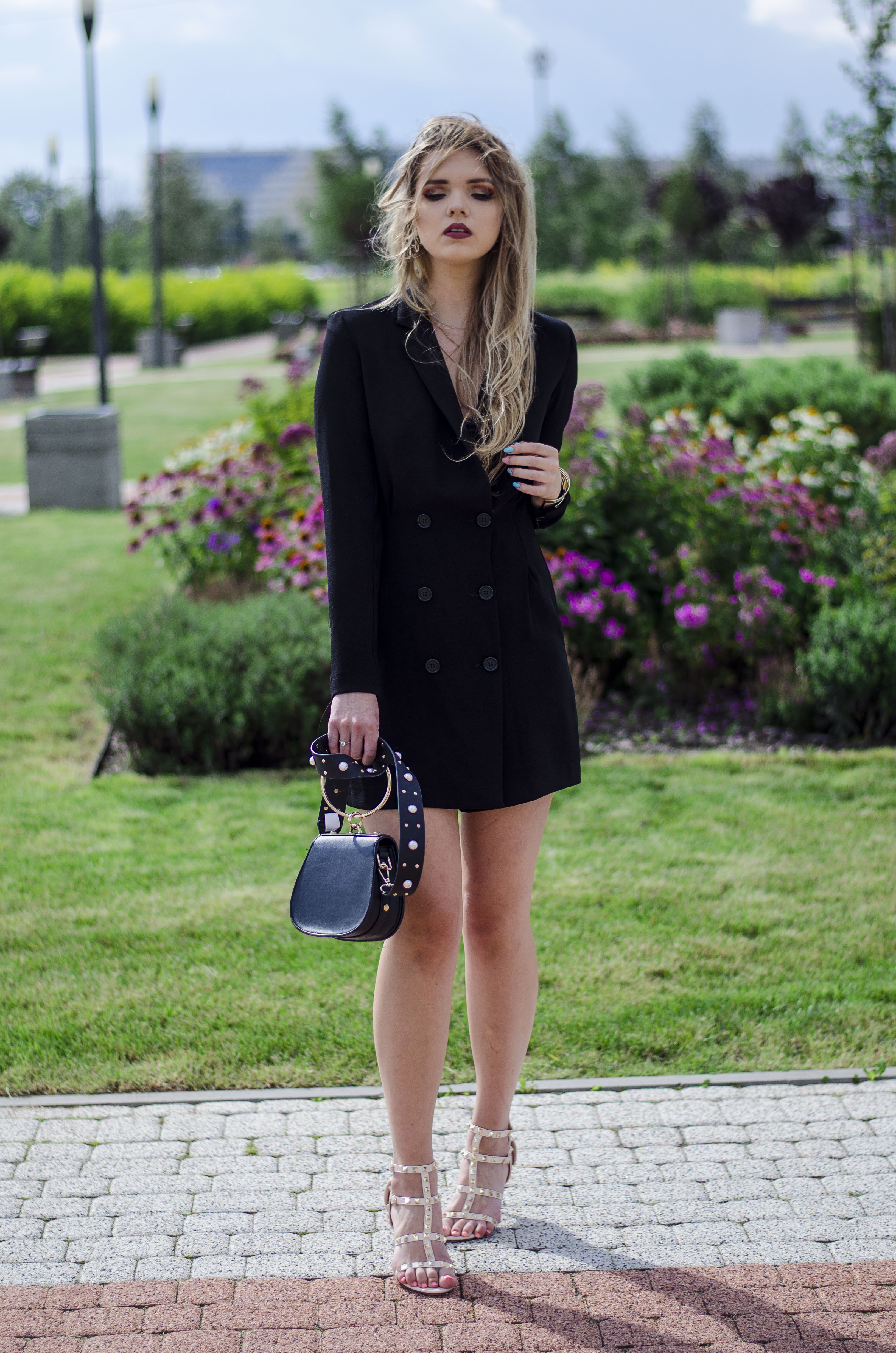 The world is my runway.: Black dress
