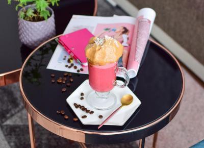 Kokosowo-malinowa dalgona coffee | Mój przepis na słynny napój z Instagramu | Meg Style - kobiecy blog o urodzie, modzie, stylu życia i samorozwoju