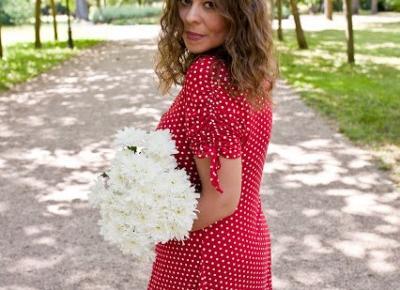 czerwona sukienka w groszki TK Maxx.