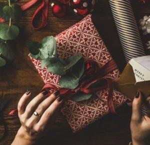 Pomysły na prezenty świąteczne dla mamy, taty, babci, dziadka - TOP 40