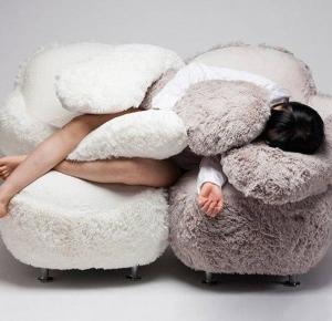 Przytulająca sofa czyli lek na samotność.