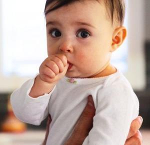 Odkrycie: obgryzanie paznokci i ssanie kciuka zmniejsza ryzyko alergii