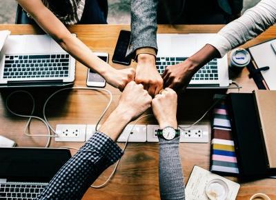 Jak się DOBRZE zorganizować? Czyli czego nauczyło mnie blogowanie i projektowanie mody