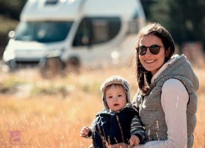 Dziecko w kamperze, czyli jak podróżować kamperem z małymi dziećmi.