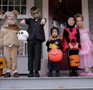 Zabawy na Halloween 14 pomysłów dla dzieci i dorosłych