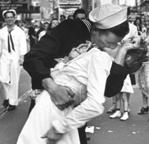 Zmarła bohaterka najbardziej znanego pocałunku na swiecie