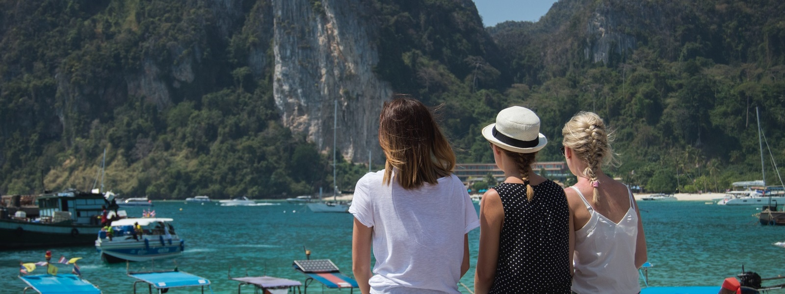 Tajlandia cz. 2 – Ko Phi Phi Don, kokosy o poranku i plaża z małpkami – Eat Make Up Dress