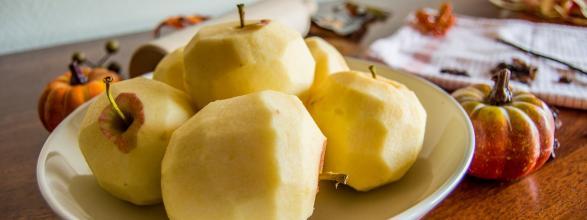 Ciasto francuskie z jabłkowo – rodzynkowym nadzieniem – Eat Make Up Dress