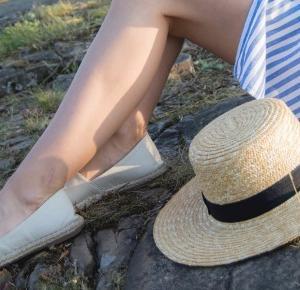 Słomkowy kapelusz jako uzupełnienie letniej stylizacji – Eat Make Up Dress