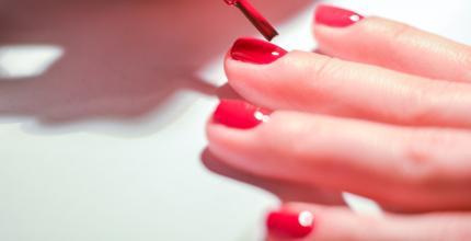 Manicure hybrydowy – Eat Make Up Dress