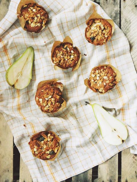 Owsiane muffinki z twarożkiem i gruszkami