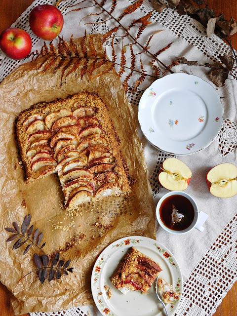Kuchnia Ellie: Rustykalna tarta owsiana z jabłkami i cynamonem
