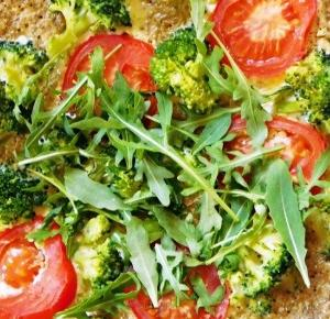 Kuchnia Ellie: Omlet brokułowy z komosą ryżową i pomidorami