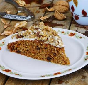 Kuchnia Ellie: Ciasto marchewkowe z rodzynkami i polewą
